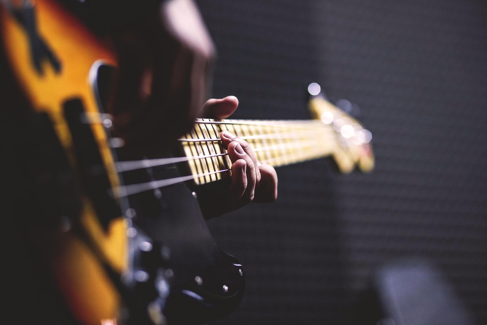 bass-guitar-1841186_1920